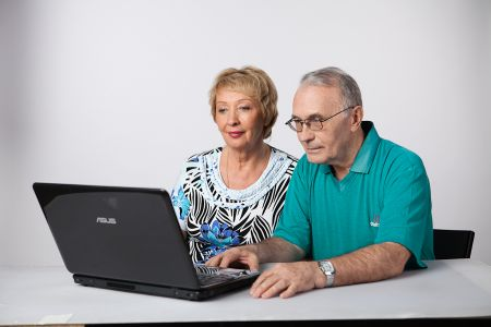 На Днепропетровщине пенсионеры могут получить справку о доходах Оnline