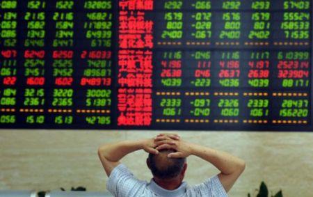 Фондовый рынок Китая продолжает самое стремительное падение с 1996 года