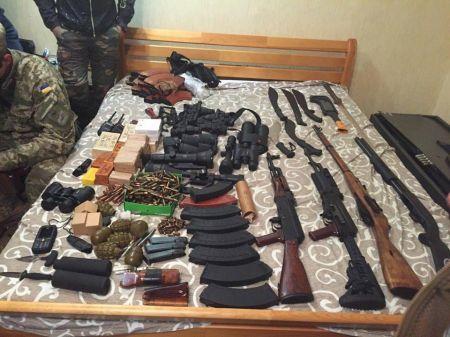 СБУ показала изъятое оружие для ликвидации Авакова (Фото)