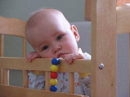 Днепропетровские правоохранители взяла под опеку брошенного ребенка