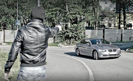 На украинских дорогах начали грабить автомобили