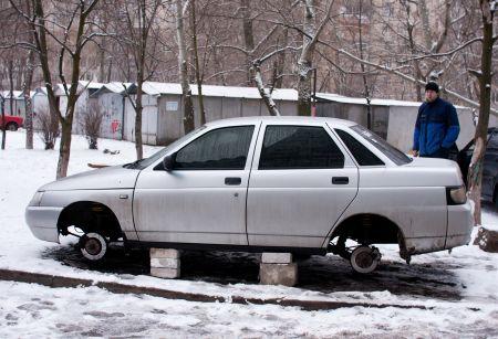 В Днепре воруют автомобильные колеса