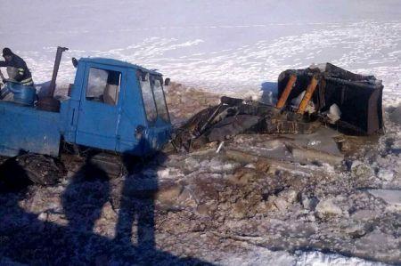 На Днепропетровщине школьный автобус упал в пруд