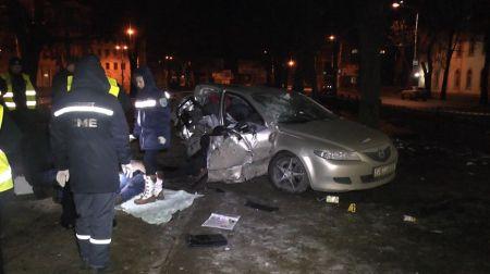 Смертельное ДТП в Днепре: авто врезалось в металлическое ограждение и электроопору