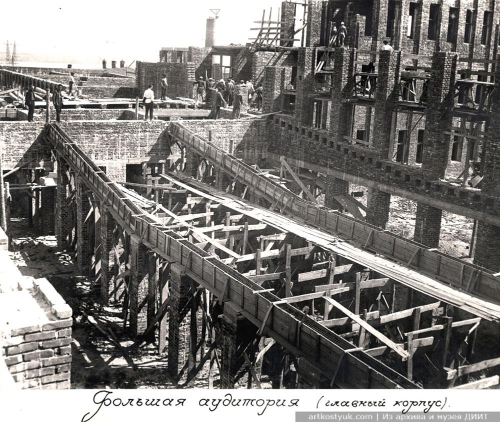 Строительство бибилиотеки (помещение библиотеки входило в комплекс учебного корпуса), 1932 год