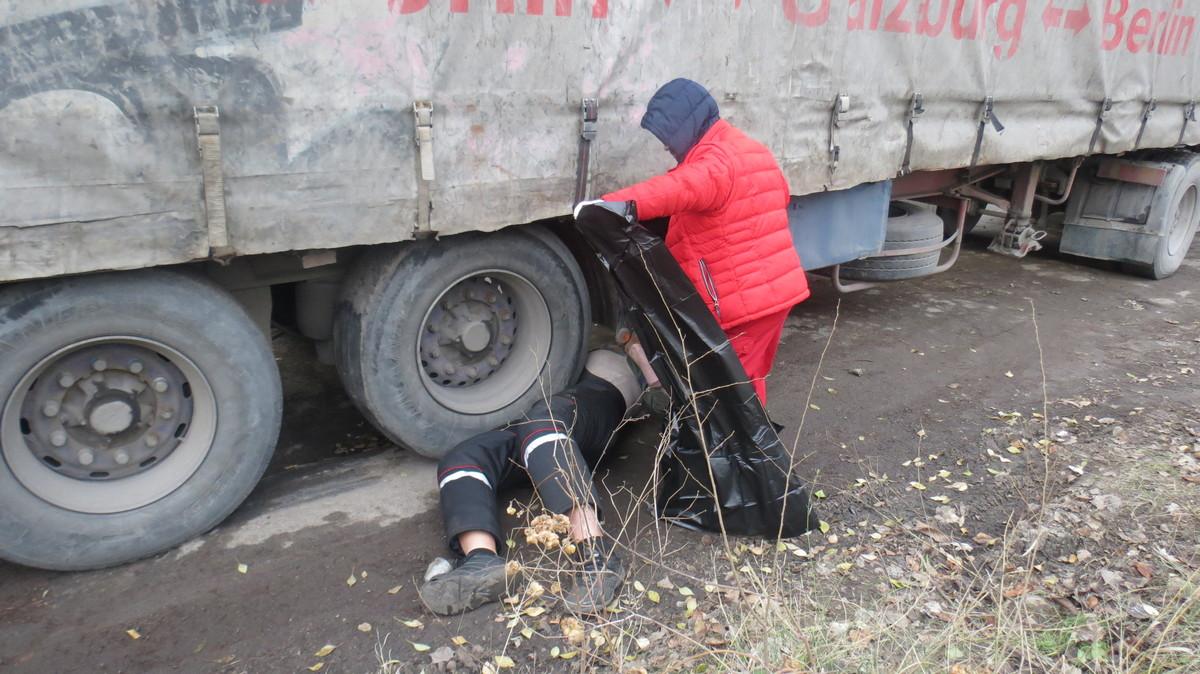 Водитель погиб под колесами собственной автомашины