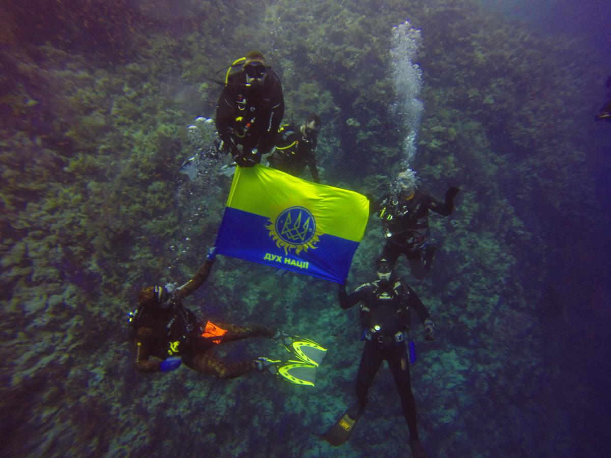 В водах Красного моря установили флаг Украины