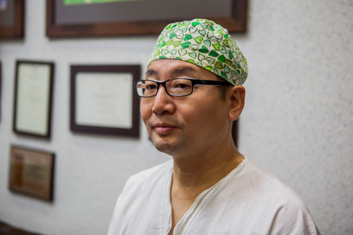 Корейский хирург Джун Пио Хонг