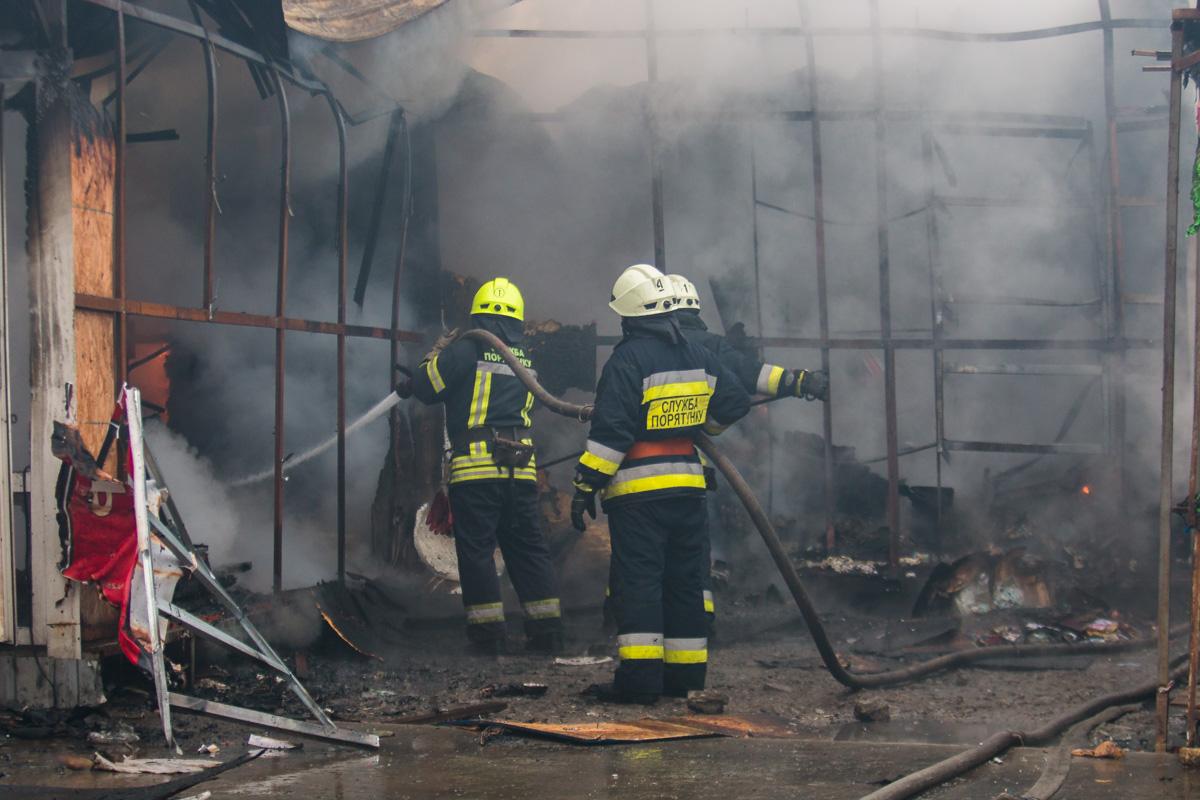 Площадь пожара оставила около 100 квадратных метров