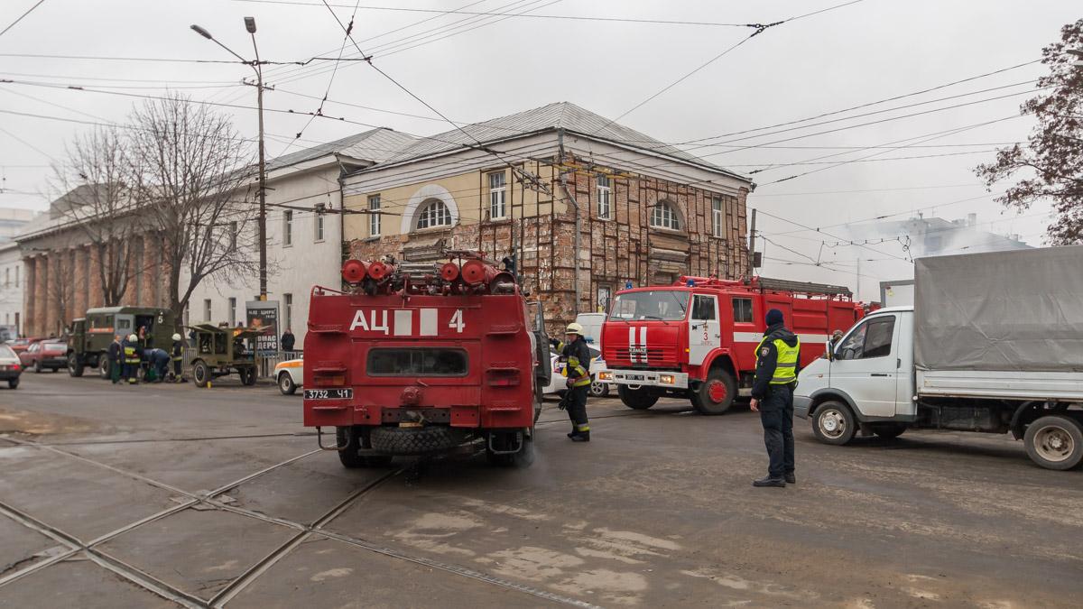 Правоохранители регулировали движение транспорта на перекрестке Дмитрия Яворницкого и улицы Пастера