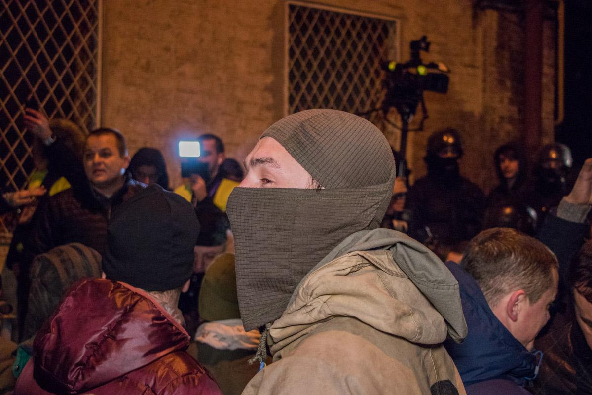 Большинство активистов прятали свои лица