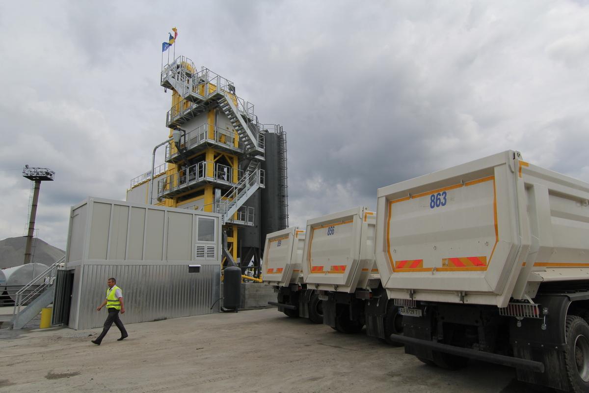 Предприятие способно производить до 3 тысяч тонн асфальта в день