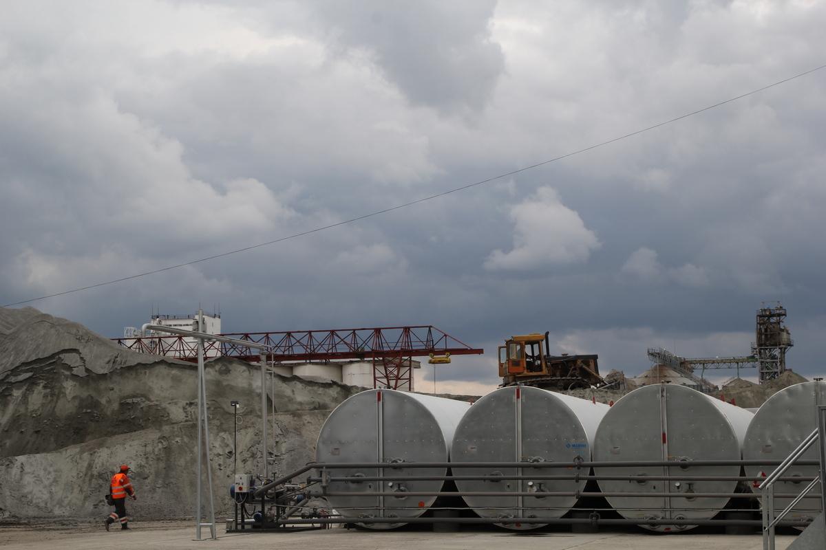 Завод открыл министр инфраструктуры Украины