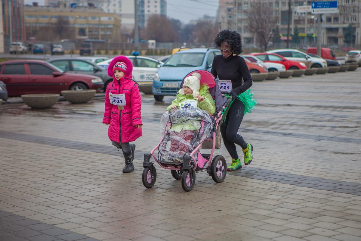 Негритята помогали деткам