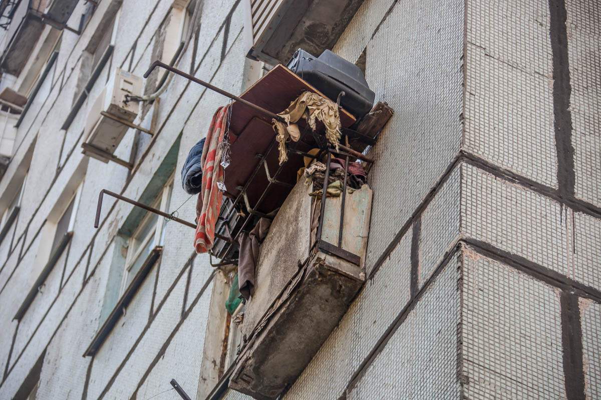 Мужчина вышел на балкон и вместе с ним обвалился