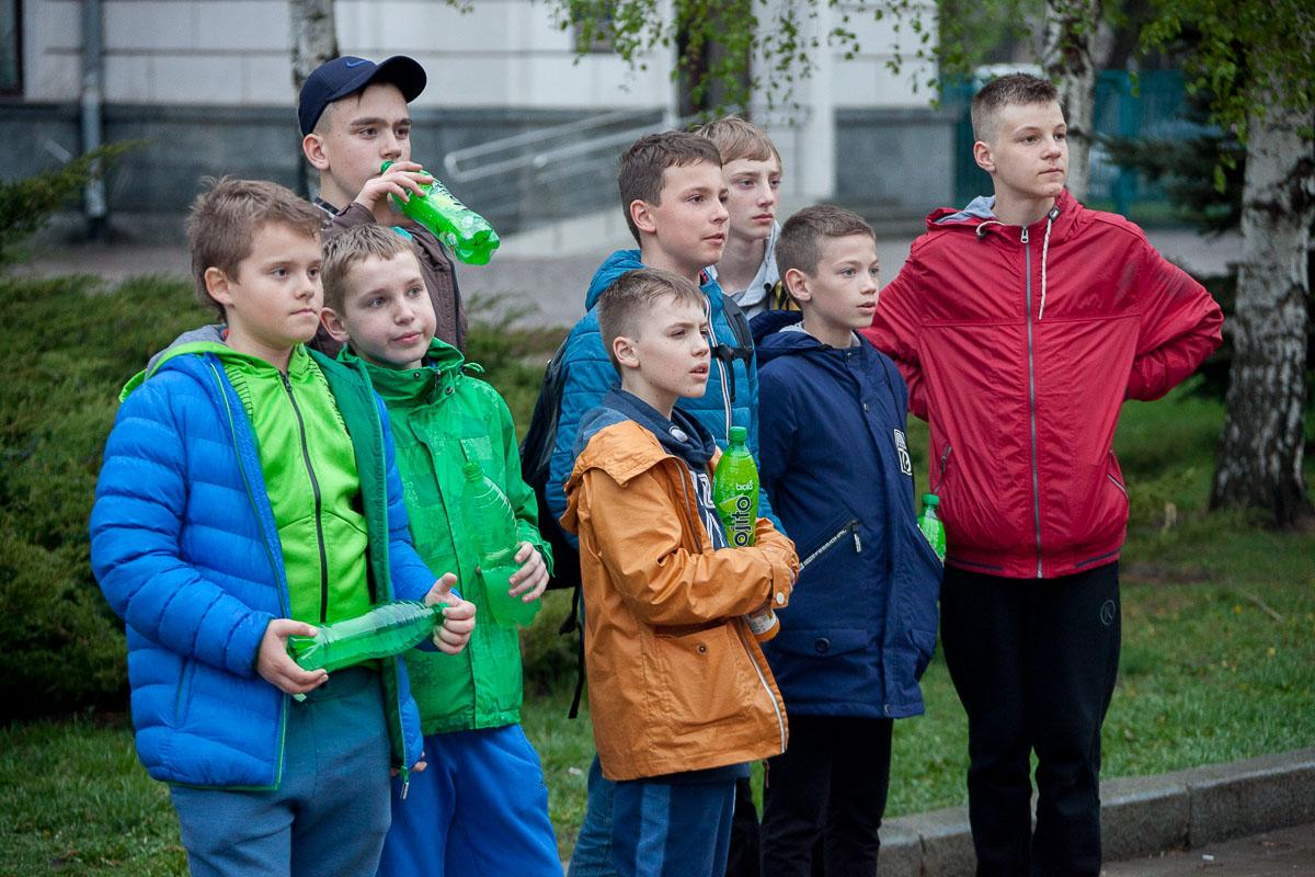 А возле Днепр ОГА юные зрители наслаждались матчем
