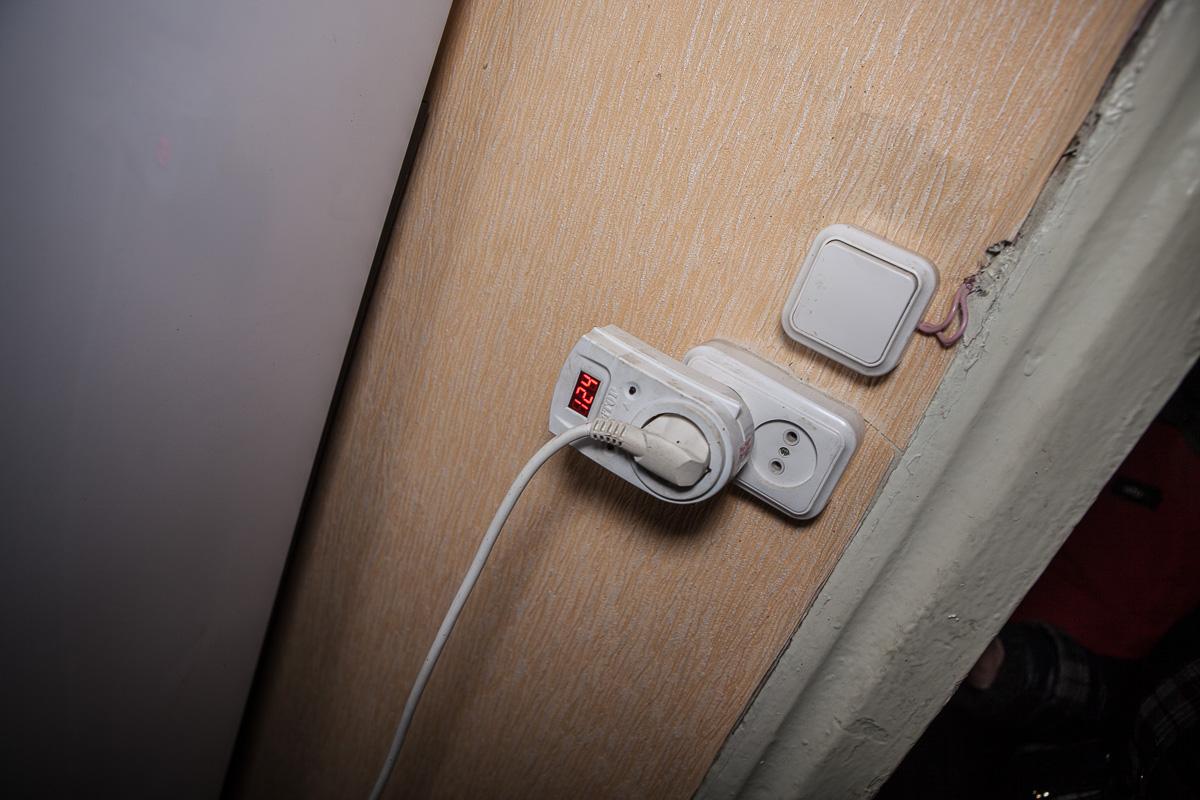 В квартирах уровень напряжения то колеблется в пределах 150V, то превышает допустимые 220V