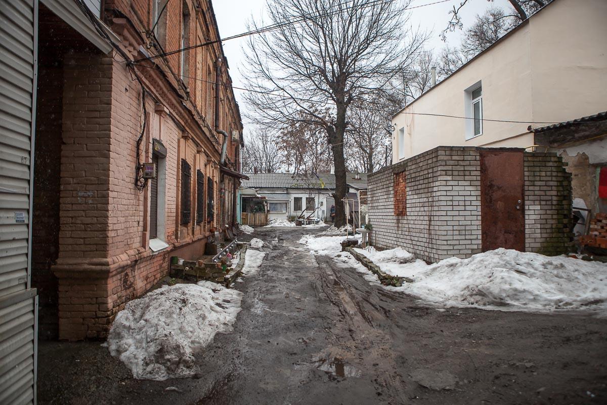 14 марта мастера ДТЭК выявили повреждение провода, которыйнаходится во дворе дома