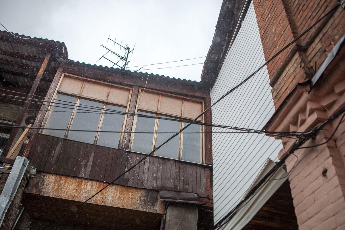 В пресс-службе Днепрооблэнерго подтвердили, что в аварийную службу поступали обращения от жильцов дома на улице Короленко
