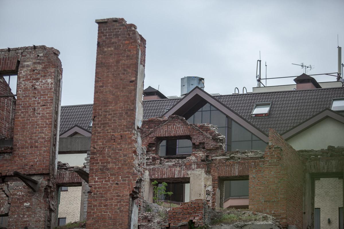 За ремонт здания взялась компания Центр - Инвест 2005