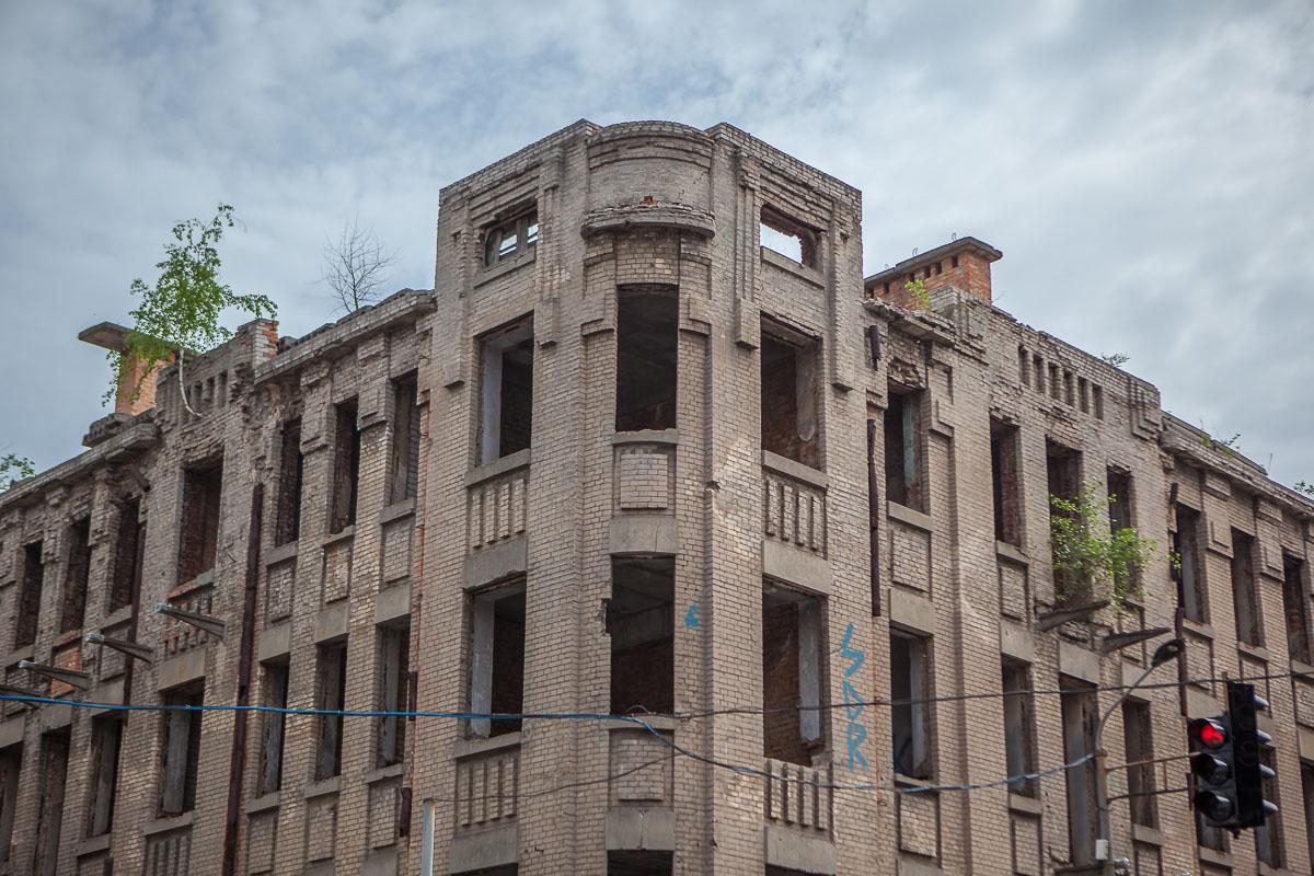 В 1913 году его построили как доходный жилой дом на 17 квартир