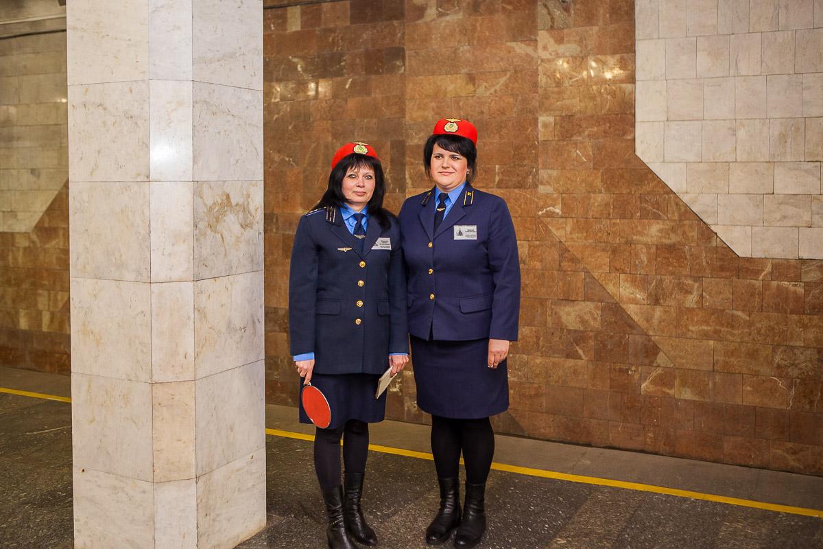 Нарядные сотрудники Днепровского метрополитена