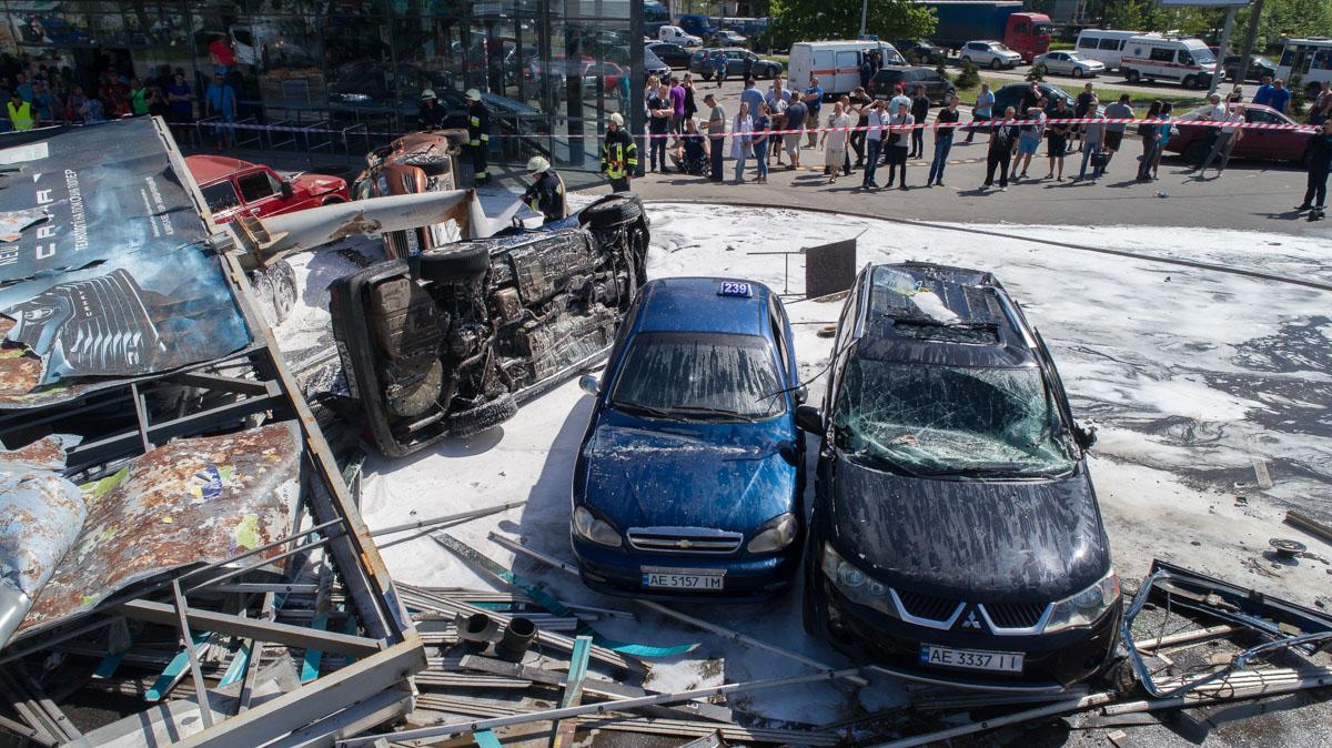 В общей сложности в результате инцидента пострадали три человека, один - погиб