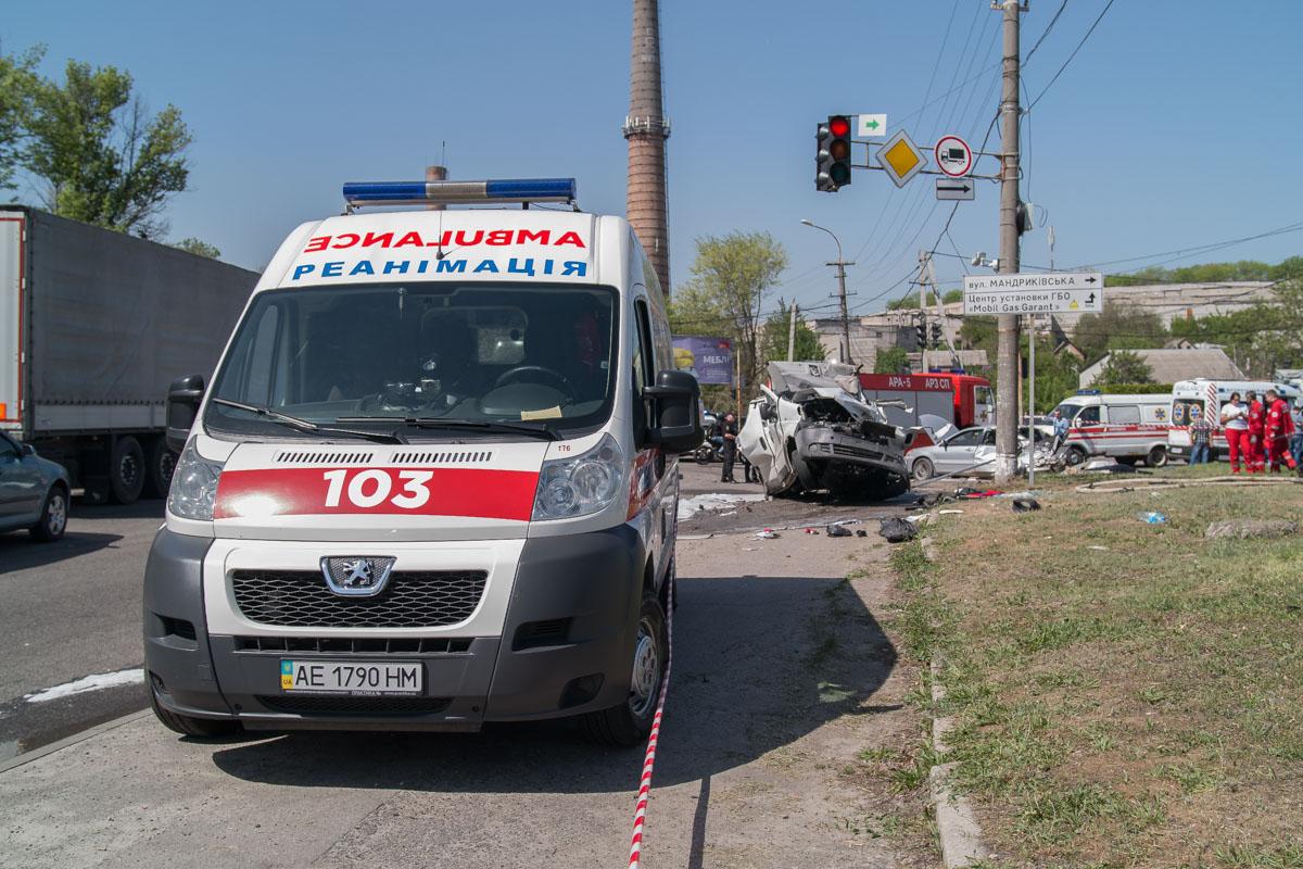 В результате происшествия пострадало трое человек