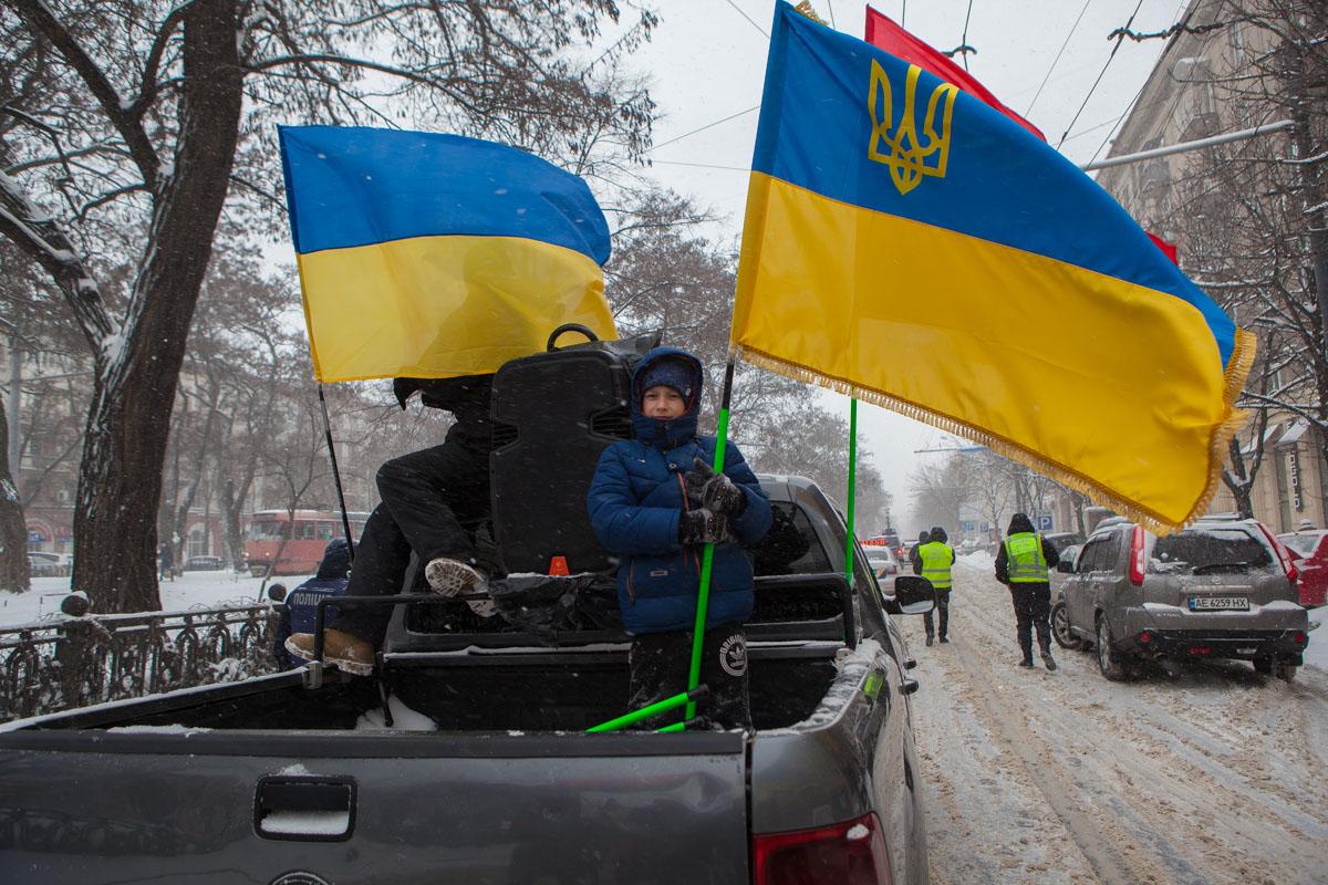 Колонна митингующих двинулась по проспекту Дмитрия Яворницкого