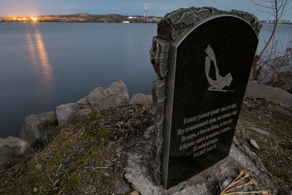 Памятник погибшему водолазу