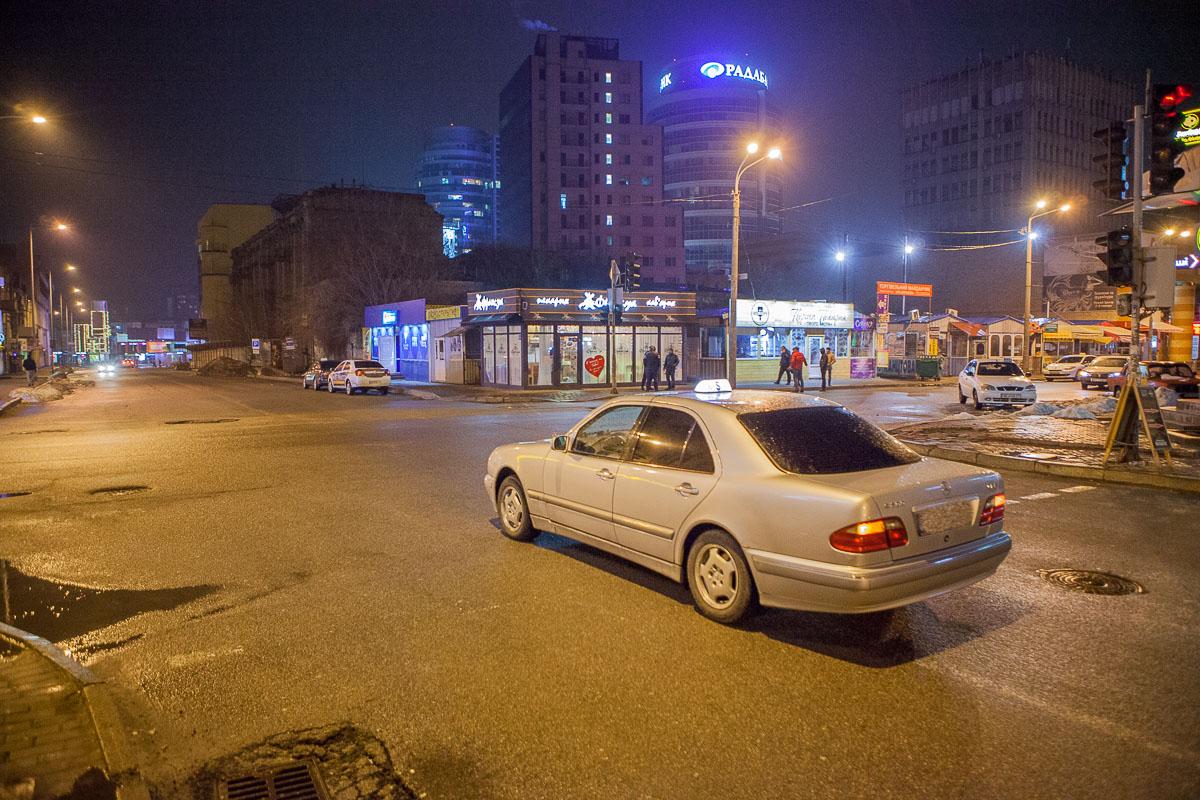 28 марта на пересечении улицВячеслава Липинского и Харьковской мужчина умышленно прыгнул под колеса такси
