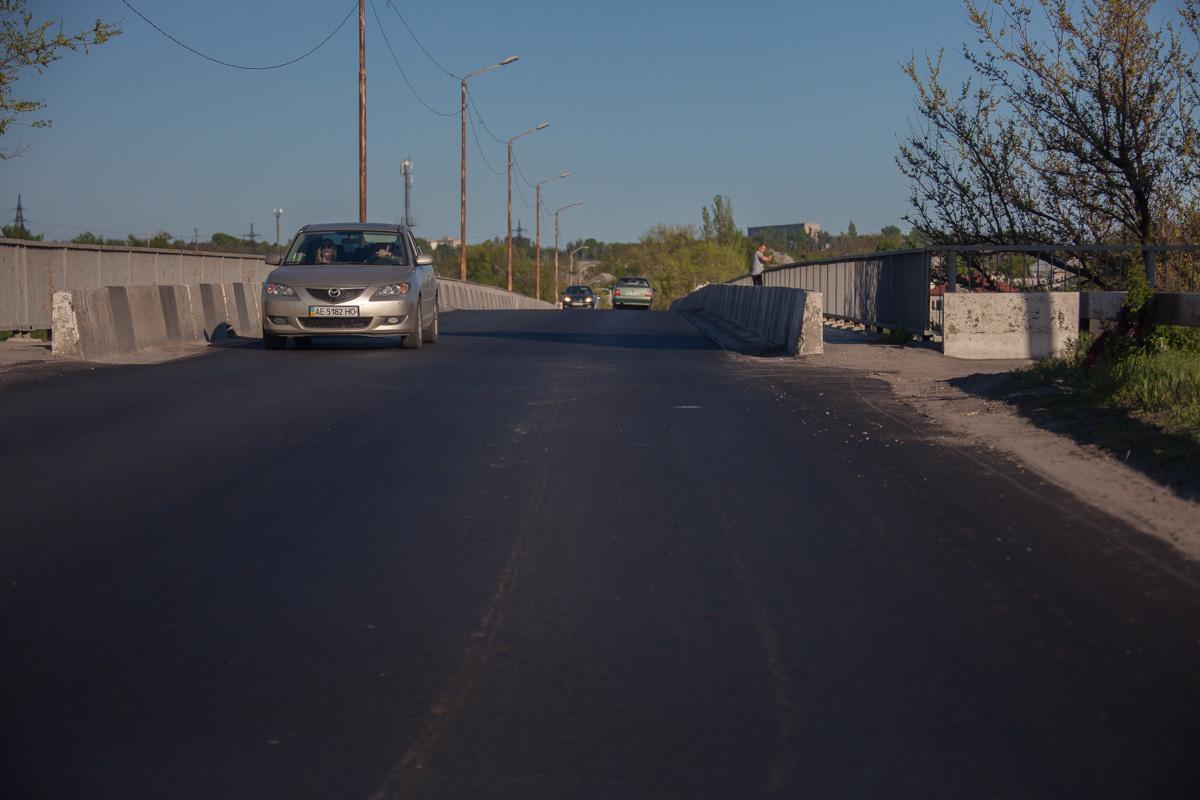 Проезжая часть на Самарском мосту превратили во взлетную полосу